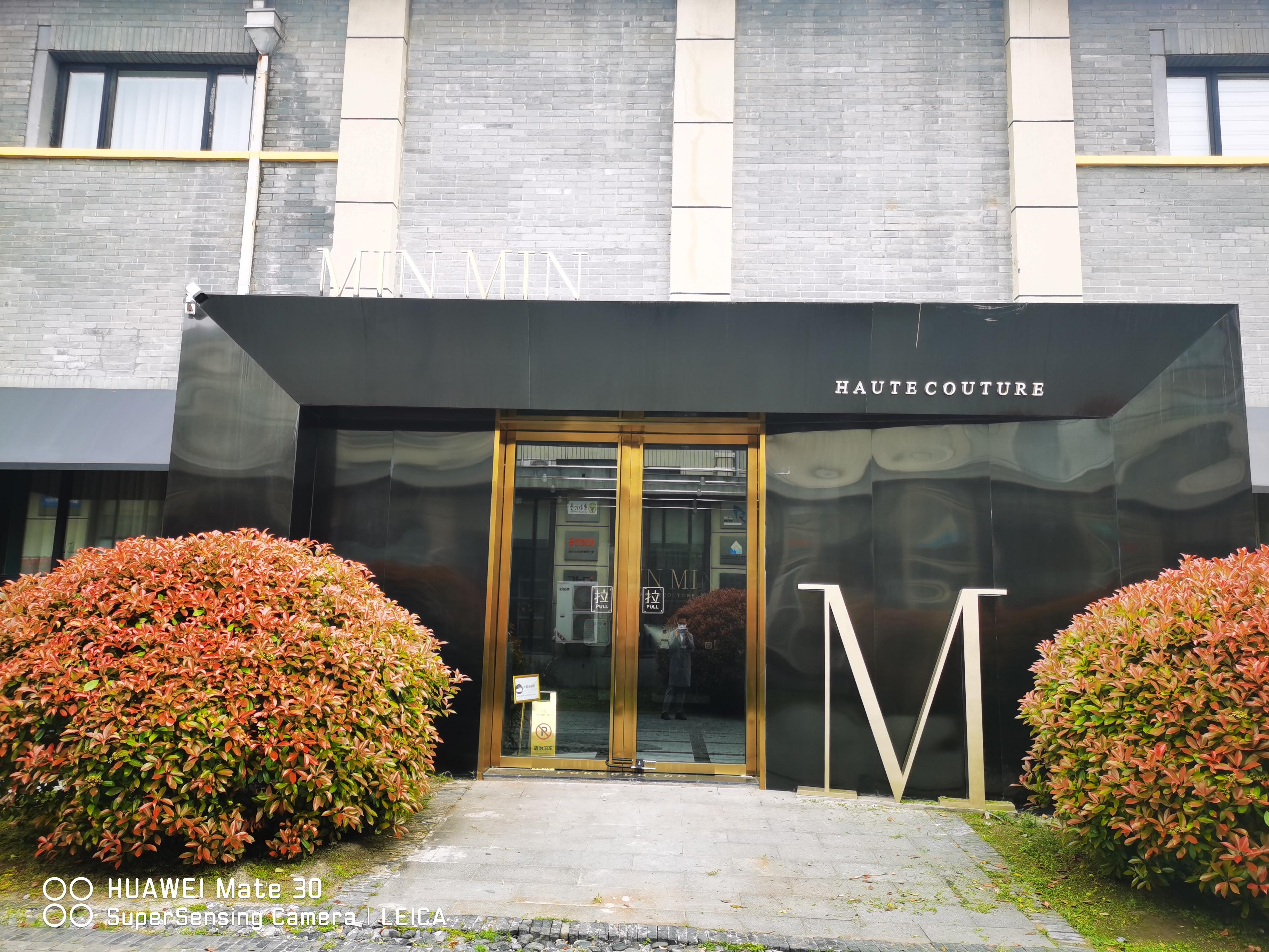 扬州MINMIN国际婚纱集合店---礼服出租